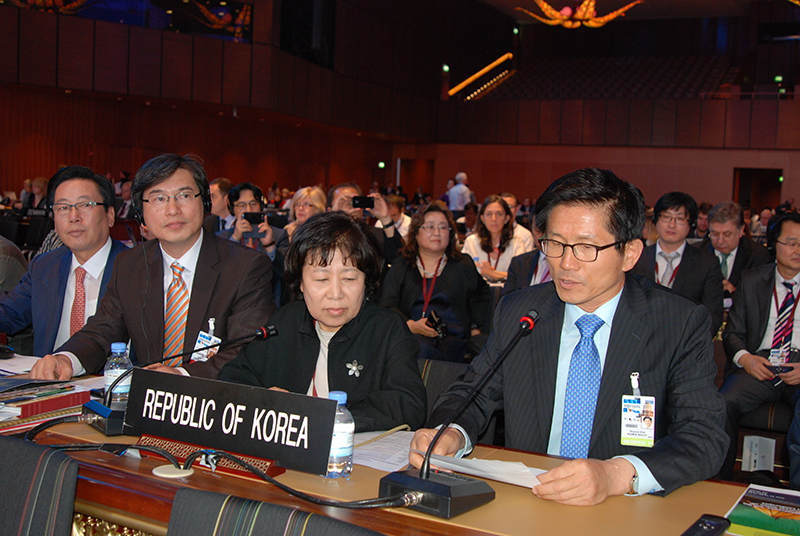 제38차 유네스코 세계유산위원회 회의에 참석한 김문수 경기도지사의 모습.