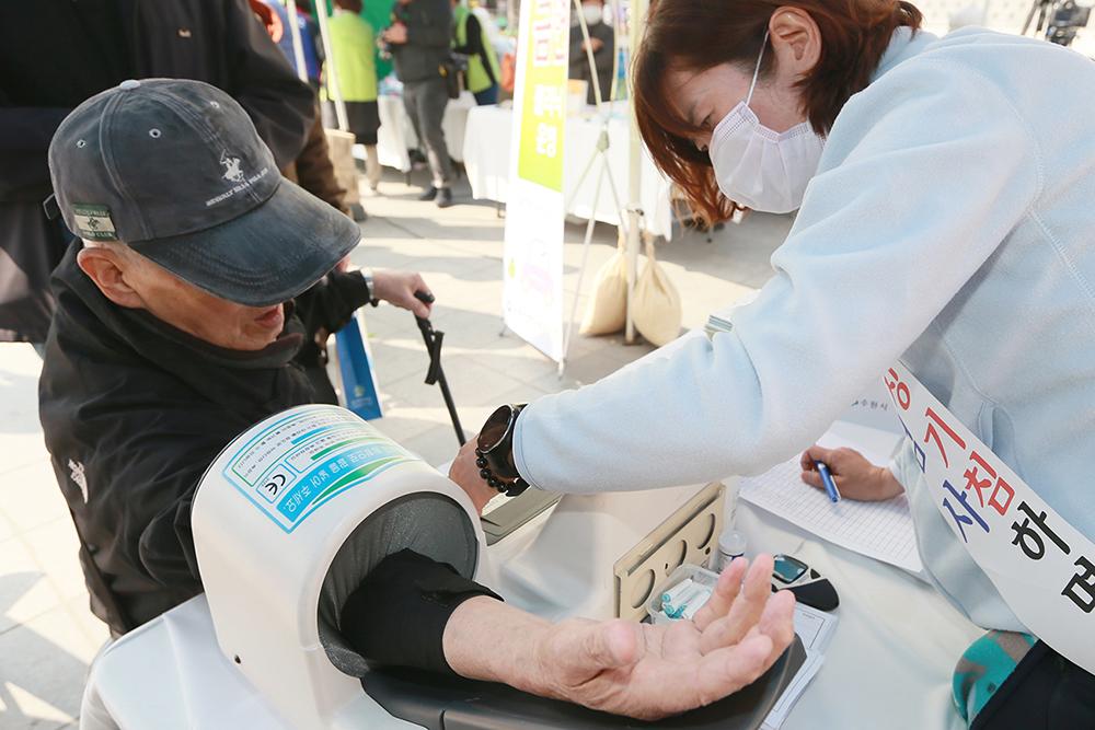 경기도는 결핵퇴치 방안 모색을 위해 '2018 경기도 결핵관리 워크숍'을 3일부터 4일까지 강화도 라르고빌 리조트에서 진행한다. 결핵 예방의 날 행사 자료사진.