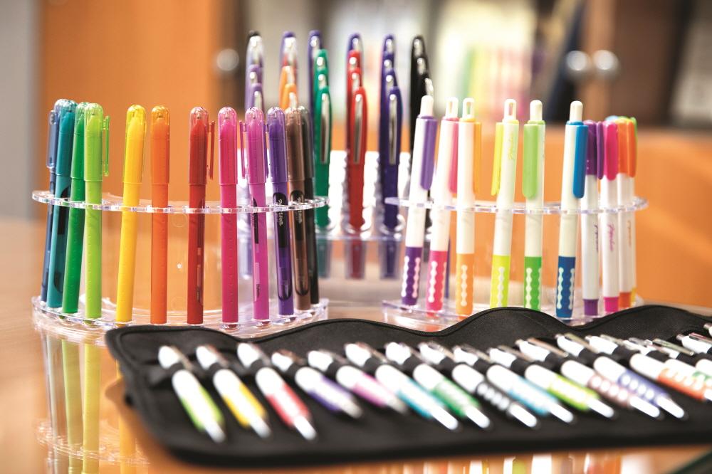 오스타글로벌통상은 'The Pen'이라는 고유 브랜드를 만들어 인도·터키·말레이시아는 물론 세계에서 가장 큰 필기구 시장인 영국까지 진출했다.