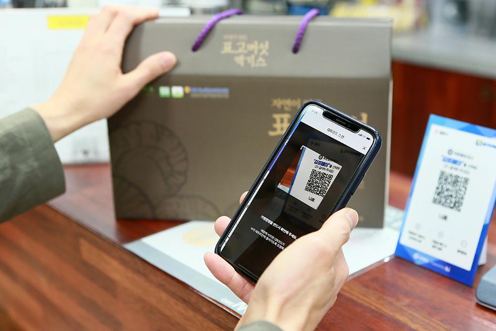 전국 최초로 모바일과 카드를 모두 이용할 수 있는 김포페이는 간편한 결제, 신속한 충전, 편리한 조회 등 사용 편의성이 강점이다.
