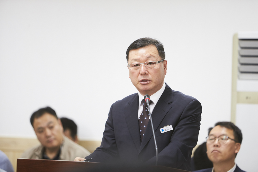 김준태 경기도 교통국장이 도의원의 질문에 답변하고 있다.
