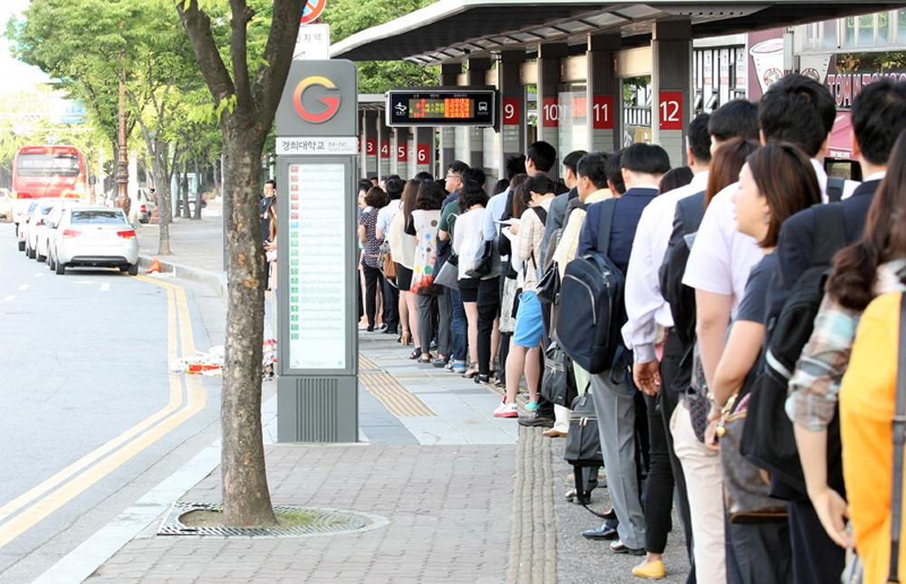 """""""버스도 복지다""""…경기버스, 교통비 부담 ↓ 안전·편의성 ↑"""