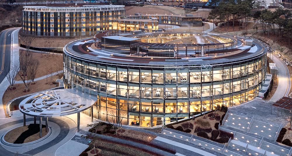 생활치료센터로 활용되는 한화생명 라이프파크 연수원은 총 160호실 규모로, 강의동과 숙소동 등 총 3개동으로 이뤄져 있다.
