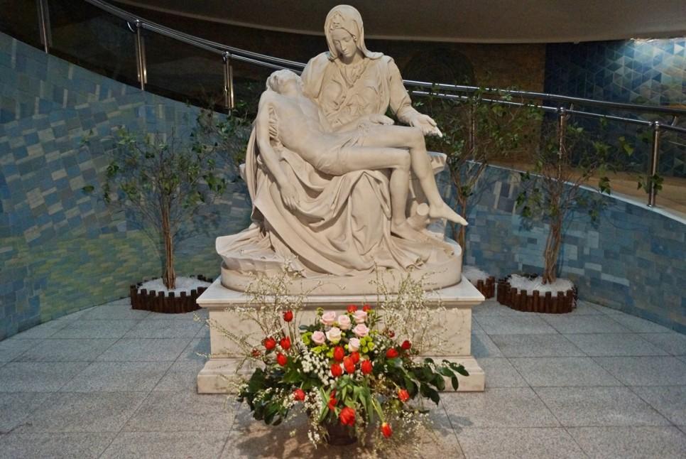 미켈란젤로의 피에타 조각상이 있는 동양 최대 성당! 분당 성요한성당