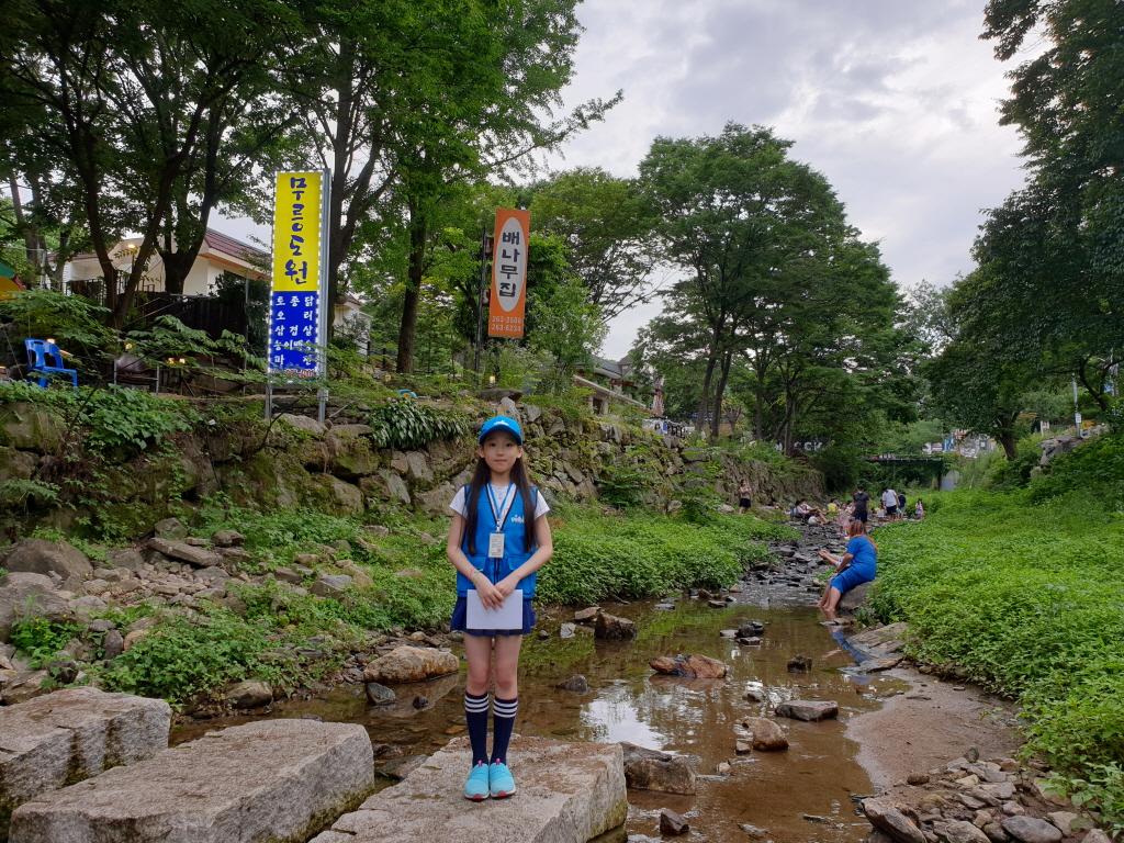 고기리 계곡의 주 하천인 장투리천에서 시민들이 물놀이를 즐기고 있다.