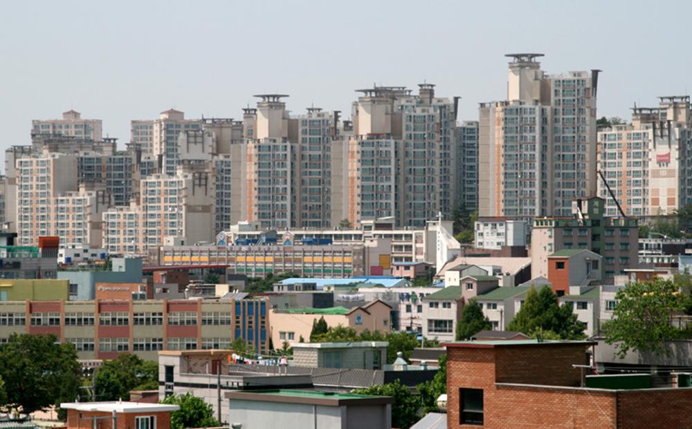 수도권은 전세난이 심화되며 내 집 마련의 꿈은커녕 이리저리 집을 옮겨 다니는 '전세 유목민'이 급증하고 있다.