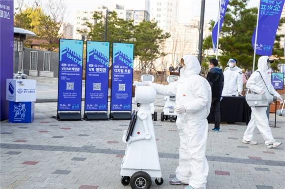 경기도는 도내 산업현장의 로봇 실증화 지원에 올해 총 5억1,000만 원의 사업비를 투자한다.