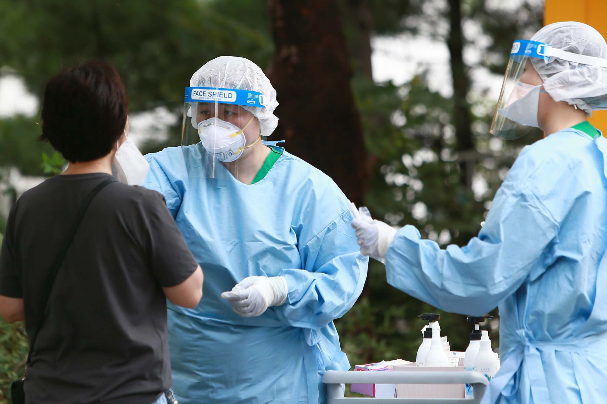 정부가 강화된 방역‧의료 역량 및 예방접종 진행 상황을 반영한 새로운 사회적거리두기 개편안을 마련해 7월 1일부터 시행한다.