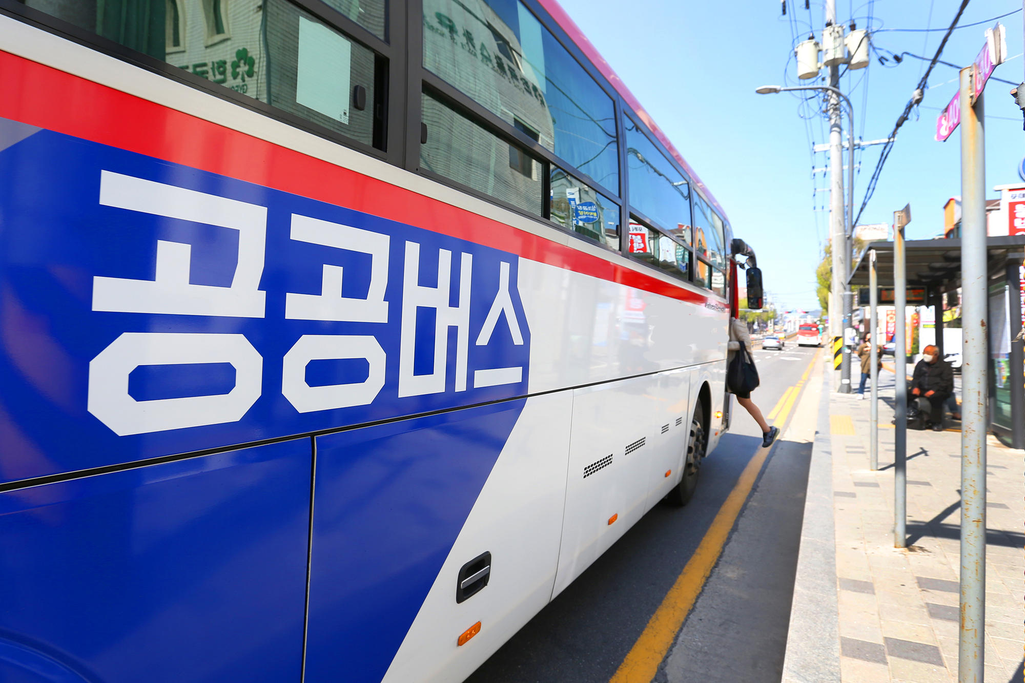 경기도는 오는 9월 1일부터 민영제로 운영되던 경기도 12개 광역버스 노선 110대를 '경기도 공공버스'로 전환해 운행한다.